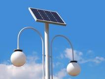 与光致电压的盘区的街道照明杆 免版税图库摄影
