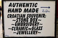 与克罗地亚典型的纪念品名单的一块牌 库存照片