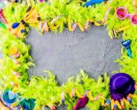 与党项目的五颜六色的生日或狂欢节框架在石背景 免版税图库摄影