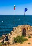 与入口的北塔对sozopol堡垒  免版税图库摄影