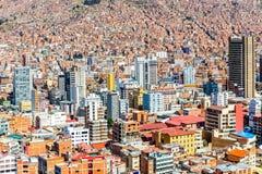 与全部的Nuestra de拉巴斯夫人五颜六色的城市市中心  免版税库存照片