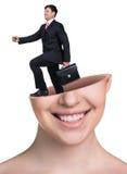 与公文包的Businaessman在开放妇女的头 免版税库存照片