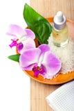 与兰花的温泉设置,芳香疗法概念 库存图片