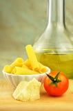 与其他成份的原始的tortiglioni意大利面食 免版税库存图片