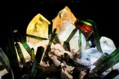 与其他珍贵和五颜六色的结构的美丽的矿物在自然科学国家博物馆在奥兰多休斯敦 库存照片
