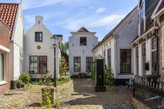 与典型的房子的街道视图和建筑学在小室城镇, vi 库存图片