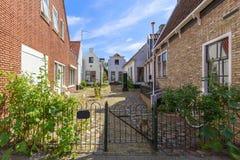 与典型的房子的街道视图和建筑学在小室城镇, vi 免版税库存图片