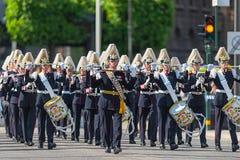 与军队音乐军团的游行 免版税库存图片