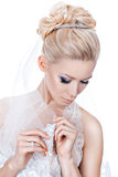 与冠状头饰的婚礼发型 图库摄影