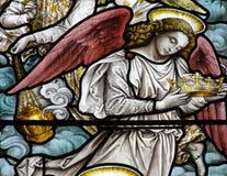 与冠(彩色玻璃)的一个天使 免版税库存照片