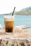 与冰和奶油的Coffe 免版税库存照片
