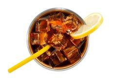 与冰块的可乐在玻璃 图库摄影