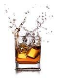 与冰块的威士忌酒 免版税库存图片