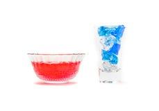 与冰块的红色果冻 免版税库存图片