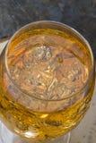 与冰块的苹果汁 库存照片