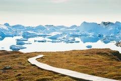 与冰山的Icefjord在伊卢利萨特,格陵兰 免版税库存照片