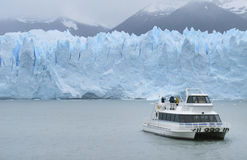 与冰川和巡航的巴塔哥尼亚人的风景 图库摄影