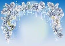 与冰柱、雪花和叶子的冬天背景 免版税库存图片