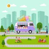 与冰淇凌搬运车的城市风景 免版税库存照片