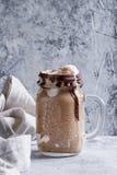 与冰淇凌的巧克力奶昔 库存图片