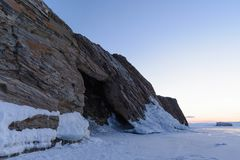 与冰的冬天风景 免版税库存图片