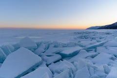 与冰的冬天风景 免版税图库摄影