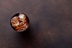 与冰的可乐玻璃 免版税图库摄影