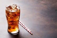 与冰的可乐玻璃 免版税库存照片