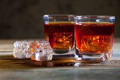 与冰的好老威士忌酒 免版税库存图片