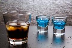 与冰的威士忌酒可乐 库存图片