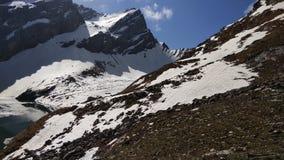 与冰的小山 免版税库存照片