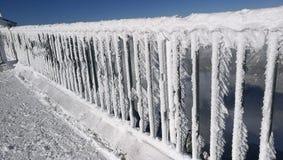 与冰的栏杆 库存照片
