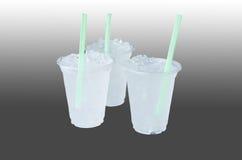 与冰的纯净的水在玻璃 库存图片