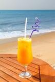 与冰的西番莲果汁 免版税库存图片