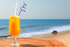与冰的西番莲果汁 免版税库存照片