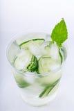 与冰的黄瓜水 免版税库存图片