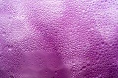 与冰结露的紫罗兰色葡萄汁 图库摄影
