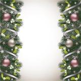与冷杉分支和槲寄生边界的圣诞节背景 库存图片