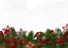 与冷杉分支和红色莓果的圣诞节装饰边界 图库摄影