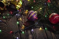与冷杉分支的圣诞节装饰 免版税库存照片
