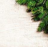 与冷杉枝杈的圣诞节背景 圣诞节土气背景 免版税图库摄影