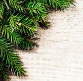 与冷杉枝杈的圣诞节背景 圣诞节土气背景 免版税库存照片