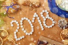 与冷杉, 2018年,围巾,干桔子,锥体,饼干,桂香的圣诞节背景 库存照片