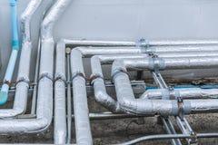 与凉快的保温材料盖子产业的管子线 免版税库存图片