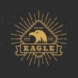 与减速火箭的旭日形首饰的减速火箭的徽章商标老鹰设计 向量例证