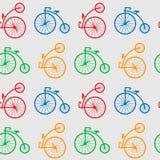 与减速火箭的重要人物自行车的无缝的样式 有重要人物便士远网络的多彩多姿的古色古香的老自行车 皇族释放例证