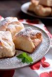 与凝乳装填的被烘烤的酵母饺子 免版税图库摄影