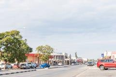 与几企业的街道场面和车在奥奇瓦龙戈 免版税图库摄影