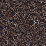 与几何形状的抽象无缝的样式得出与在黑背景的金黄等高线 几何 向量例证