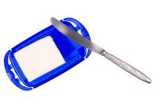 与刀子的奶油碟 免版税库存图片